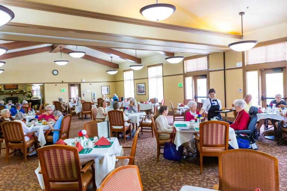 Residents eating dinner in the dining room