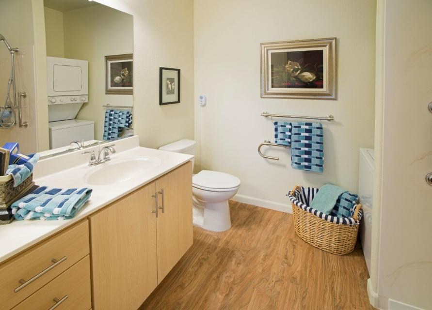 Beautifully decorated bathroom with blue stripped towels and basket