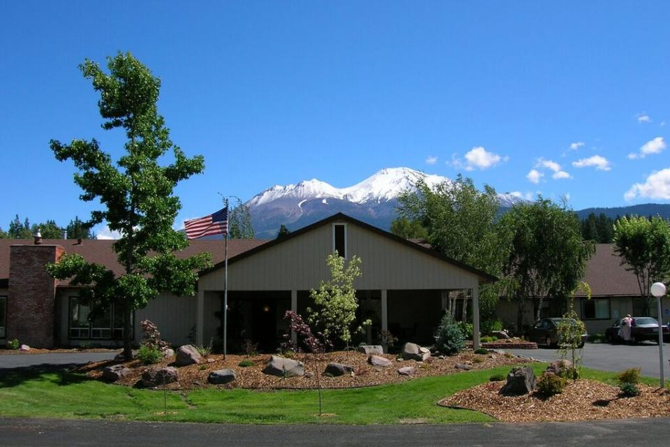 Eskaton Washington Manor front entrance with a view of the snow-capped mountains of Mount Shasta,