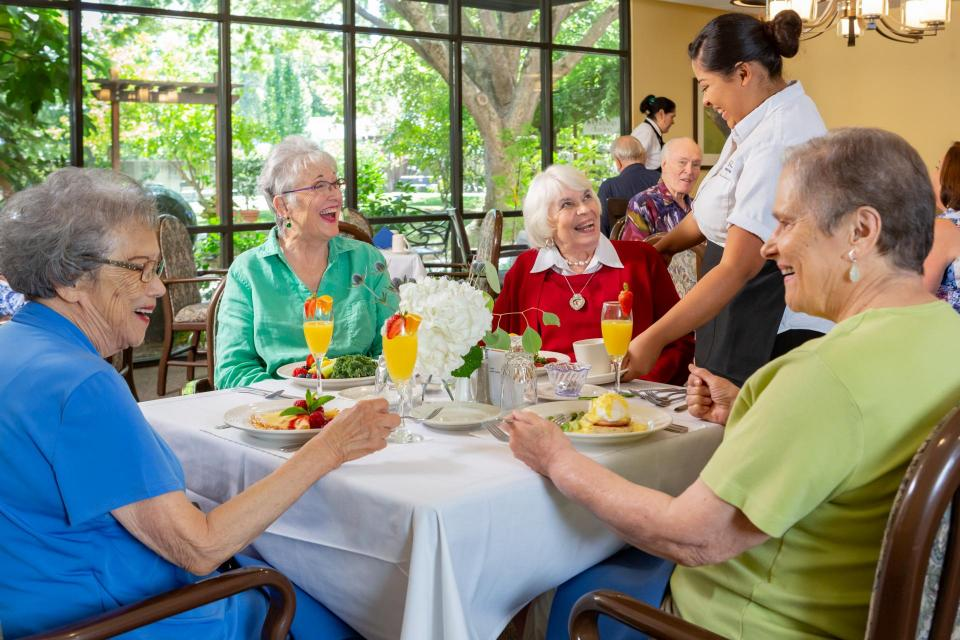 Residents eating dining in the dining room